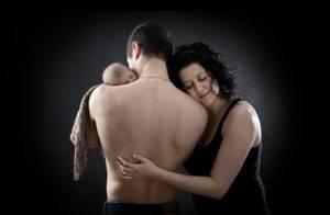 newborn estudio padres fondo negro