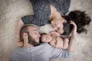 newborn estudio tumbados padres