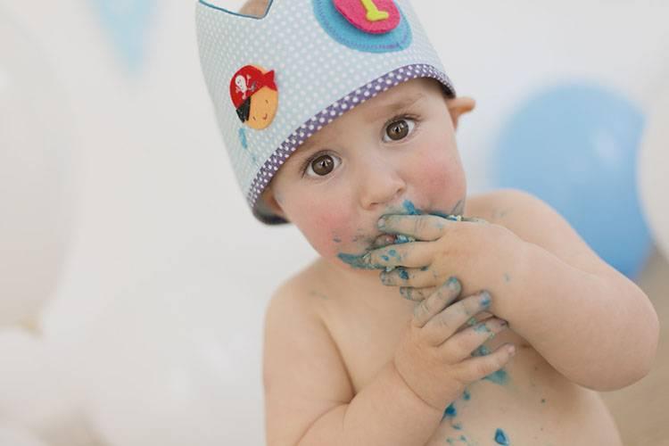 pastel bebe corona cumpleaños azul