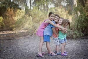 primos abrazo bosque ibiza